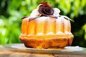 Tulband taart op plaat — Stockfoto