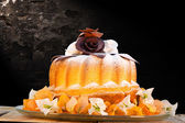 Gugelhupf cake on plate — Stock Photo