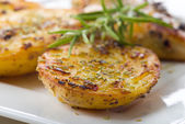 Heerlijke rozemarijn aardappelen — Stockfoto