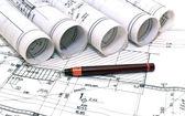 El arquitecto rollos y planos planos planificación interiores diseño construcción inmobiliaria — Foto de Stock