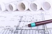 Arquitecto planos y rollos de fondo — Foto de Stock