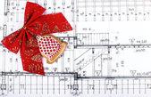 Arquitecto bluseprints y proyecto dibujos sobre fondo de navidad de mesa — Foto de Stock