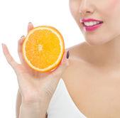 Woman is eating orange — Stock Photo