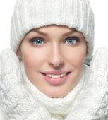 Fille en habits d'hiver — Photo