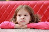 Dítě v kavárně vnitřní — Stock fotografie