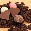 Chocolate heart-shaped candies and cake — Lizenzfreies Foto