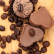 Chocolate heart-shaped candies and cake — 图库照片