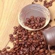 Foto Stock: Coffee beans in ceramic coffee cup