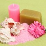 Decoration of sea salt, spa soap, sea shells, cangle and flower — Stock Photo