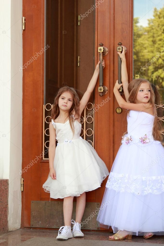Фото девочка в красивом бальном платье
