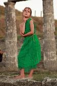 美丽小希腊女神在翡翠绿色礼服. — 图库照片