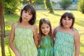 Tři okouzlující mladé dívky — Stock fotografie
