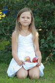 Young girl holding a red apples — Foto Stock
