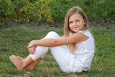 Petite fille en été — Photo