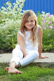 Little girl outdoors in the summer — Stock Photo