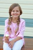 Little girl eats ice-cream — Foto de Stock