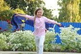 欧州連合の旗を持つ少女男子在吊杆与领结和眼镜显示视觉版 — ストック写真
