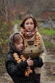 Dívky v ruské tradiční šátky — Stock fotografie