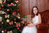 Little girl over Christmas tree — Foto de Stock