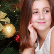 Little girl over Christmas tree — Stock fotografie