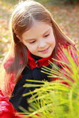 Little girl at autumn park — Stock fotografie