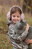 Girl with British kitten in park — Stock Photo