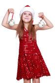 クリスマス ボールを保持している小さな女の子 — ストック写真