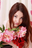 Young girl with flowers — Stockfoto