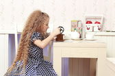 Girl with an old coffee grinder — Foto de Stock