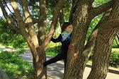 Menina bonita no parque — Fotografia Stock