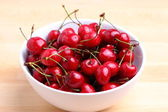 Sweet cherries in white bowl — Foto Stock
