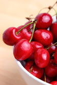 Sweet cherries in white bowl — Foto de Stock