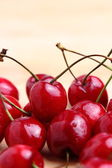 Sweet cherries on wooden background — Stockfoto