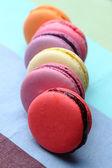 Sei gustosi dolci macarons colorati — Foto Stock
