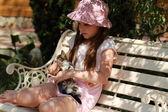 Little girl with kitten — Stock Photo