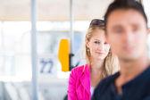 Bella, giovane donna su un tram/tram — Foto Stock