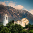View of the parish church of Santo Stefano in Malcesine, Italy — Stock Photo