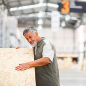 Man buying construction wood in a DIY store — Foto de Stock