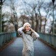Autumn portrait: young woman dressed in a warm woolen cardigan — Stock Photo