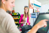 Beautiful young woman paying for her groceries — Stock Photo