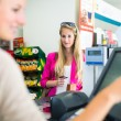 Woman paying for her groceries — Stock Photo