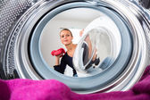 Woman doing laundry — ストック写真