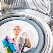 Woman doing laundry — Stockfoto