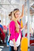 женщина на трамвай, трамвай — Стоковое фото