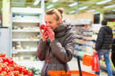 Woman shopping tomatoes — Stock Photo