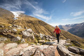 Female hiker going uphill — Foto Stock