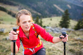 Female hiker having a tough walk uphill — Foto de Stock