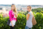 Women sightseeing in Prague — Stock Photo