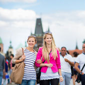Women sightseeing in Prague historic center — Stock Photo