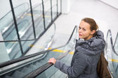 Woman at a modern shopping center — Stockfoto